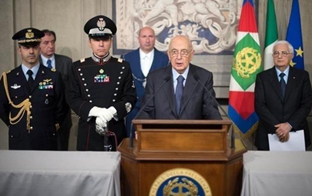 Crisi di governo napolitano anestetizza la repubblica for Repubblica parlamentare italiana