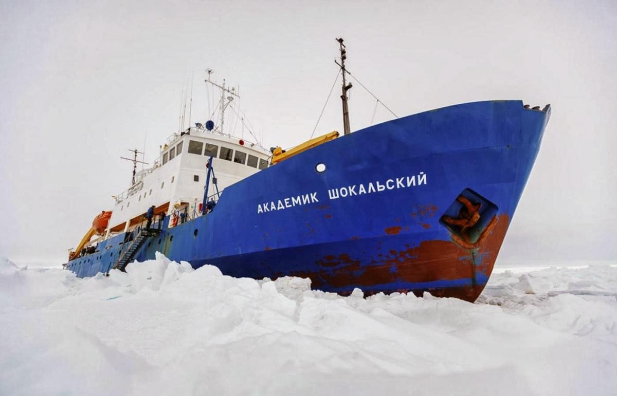Akademik-Shokalskiy-nave-russa-incagliata-nei-ghiacci-al-polo-sud