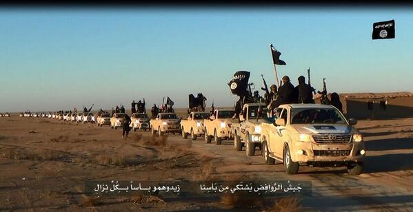 Un convoglio Isil in direzione di Mosul - via @ajaltamini